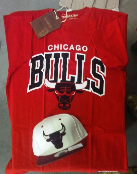 Vyhraj snapback a tričko Chicago Bulls od Mitchell & Ness!