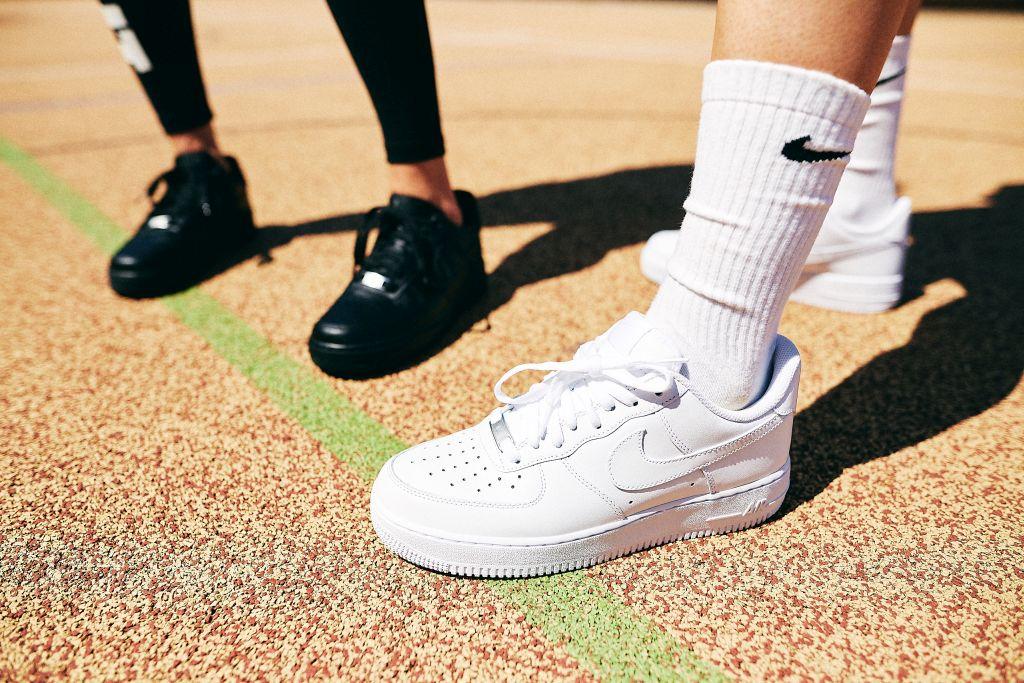 Lookbook | Tenisky Nike Air Force 1 na rozpáleným betonu