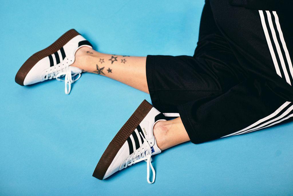 Pucineg, sběratelka tenisek a tetování