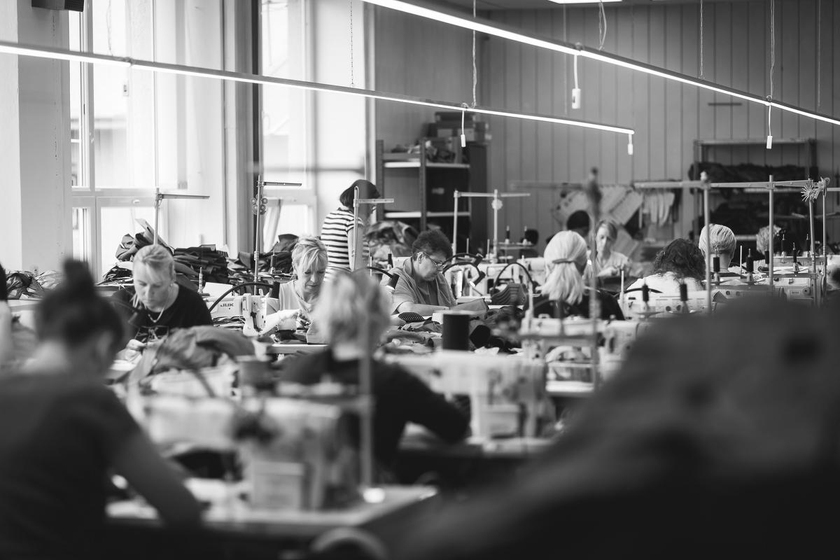 POUTNIK BY TILAK nově v Queensu. Na designu české techwear kolekce se podílel i šéf studia ACRONYM